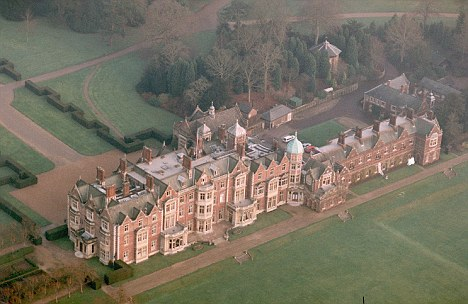 Queen Gives William A Cottage At Sandringham For His 30th