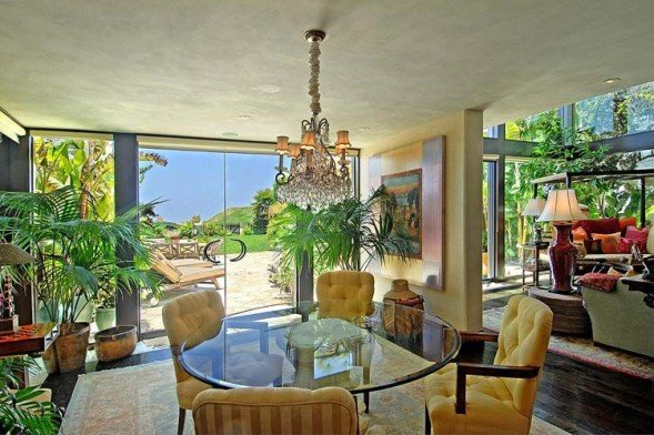 Goldie-Hawns-dining-room-e4cdeb-589x392