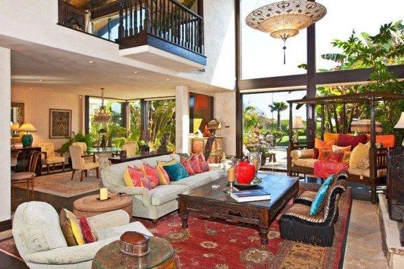 Goldie-Hawns-living-room-2-b29b90-589x392