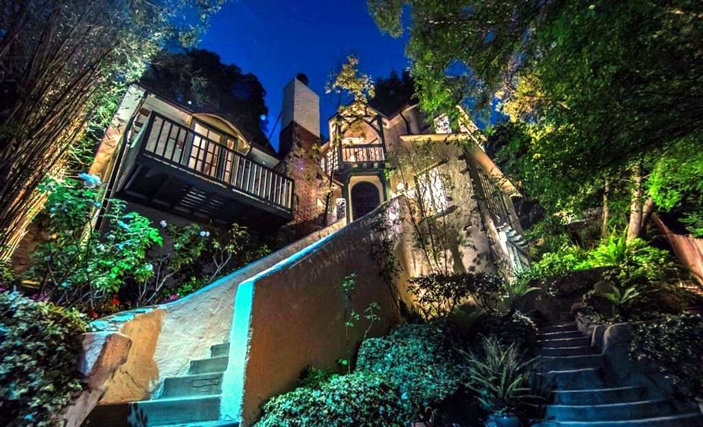 Rufus Wainwright Buys the Villa in Hollywood